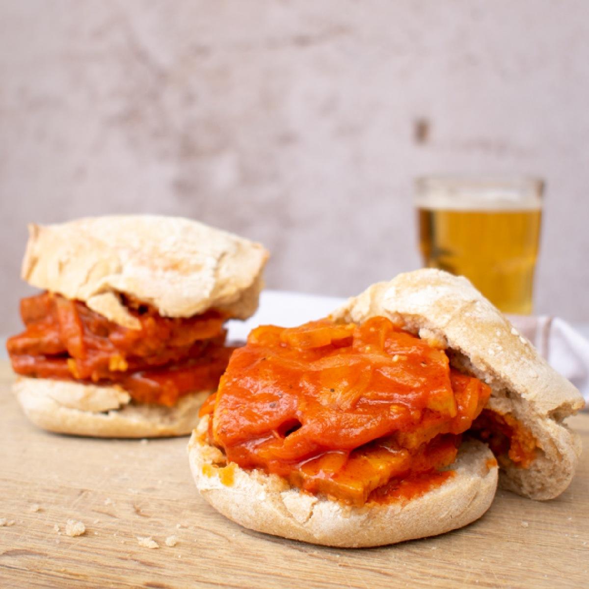 Seitanas à Portuguesa no pão