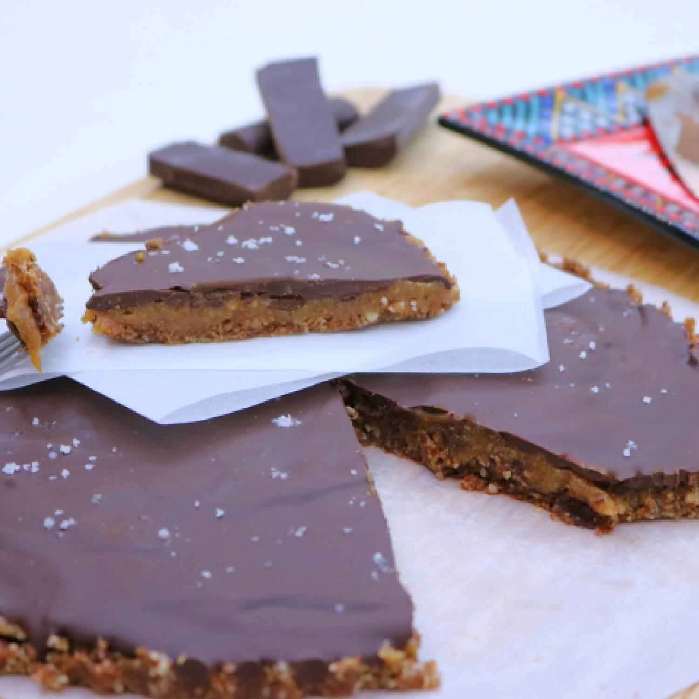 Tarte de caramelo de amendoim e chocolate preto
