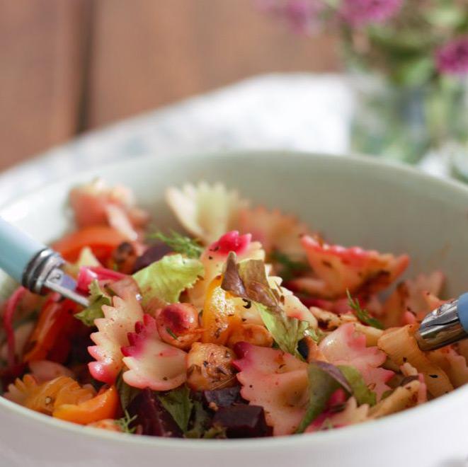 Salada de Verão com Massa, Grão e Legumes